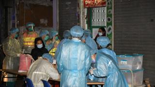 新填地街唐樓爆疫累計27人中招 住客清晨急撤離送檢疫
