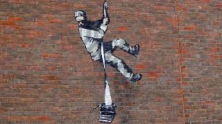 【藝聞】Banksy新作現身英國雷丁監獄外牆 向奧斯卡·王爾德致敬