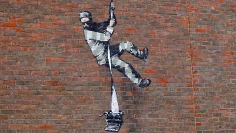 【藝聞】Banksy新作現身英國雷丁監獄外牆-向奧斯卡·王爾德致敬
