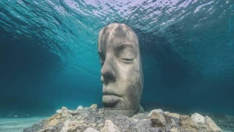 【周遊藝術】康城水下現巨型面具-泰勒新作繼續關注海洋退化