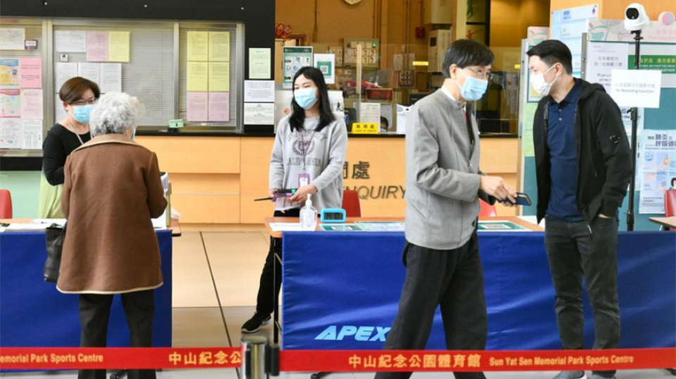 袁國勇自行注射復必泰疫苗 憂近日預約跌冀做示範