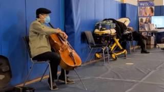 【熱話】打疫苗有音樂聽?大提琴家馬友友快閃演奏網民大讚貼心
