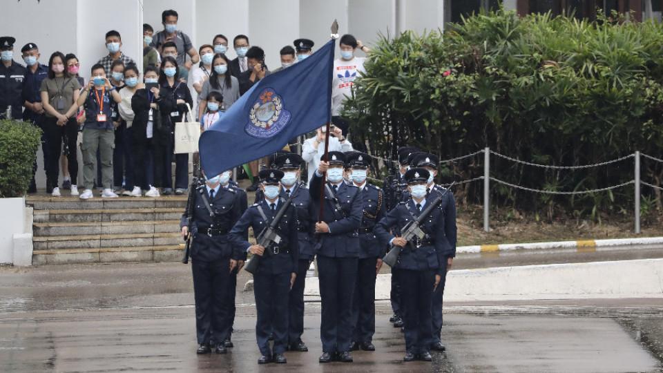 【有片】警方首次公開演示中式步操 轉用「鵝步」用廣東話喊口令