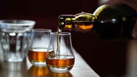 【與爾同銷萬古愁】蔡瀾:開「家中酒吧」製美酒---
