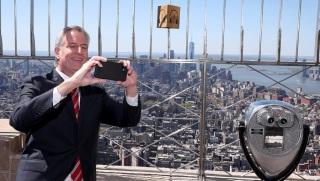 紐約擬向遊客免費提供強生疫苗 白思豪:有助刺激旅遊業