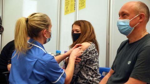 應對血栓問題 英國擬為40歲以下民眾提供非阿斯利康疫苗