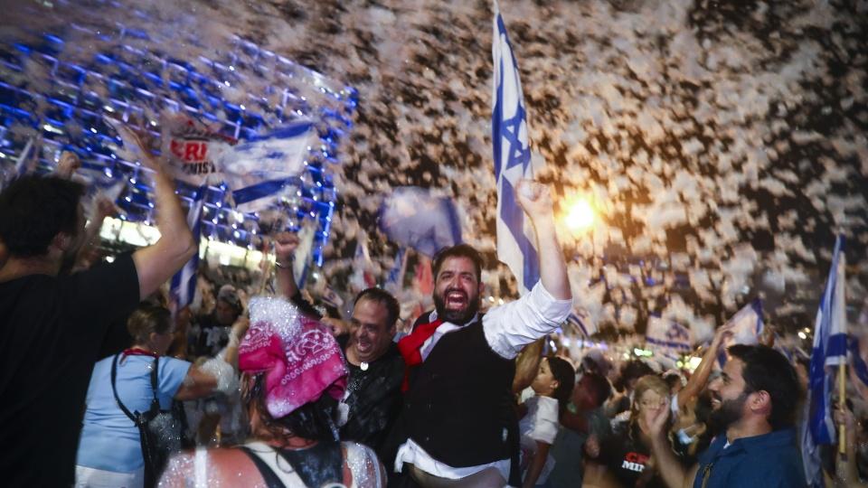內塔尼亞胡連續12年執政結束-民眾上街慶祝