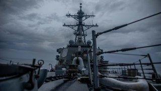 美軍驅逐艦昨通過台灣海峽 解放軍:全程跟監警戒,隨時應對一切威脅挑釁