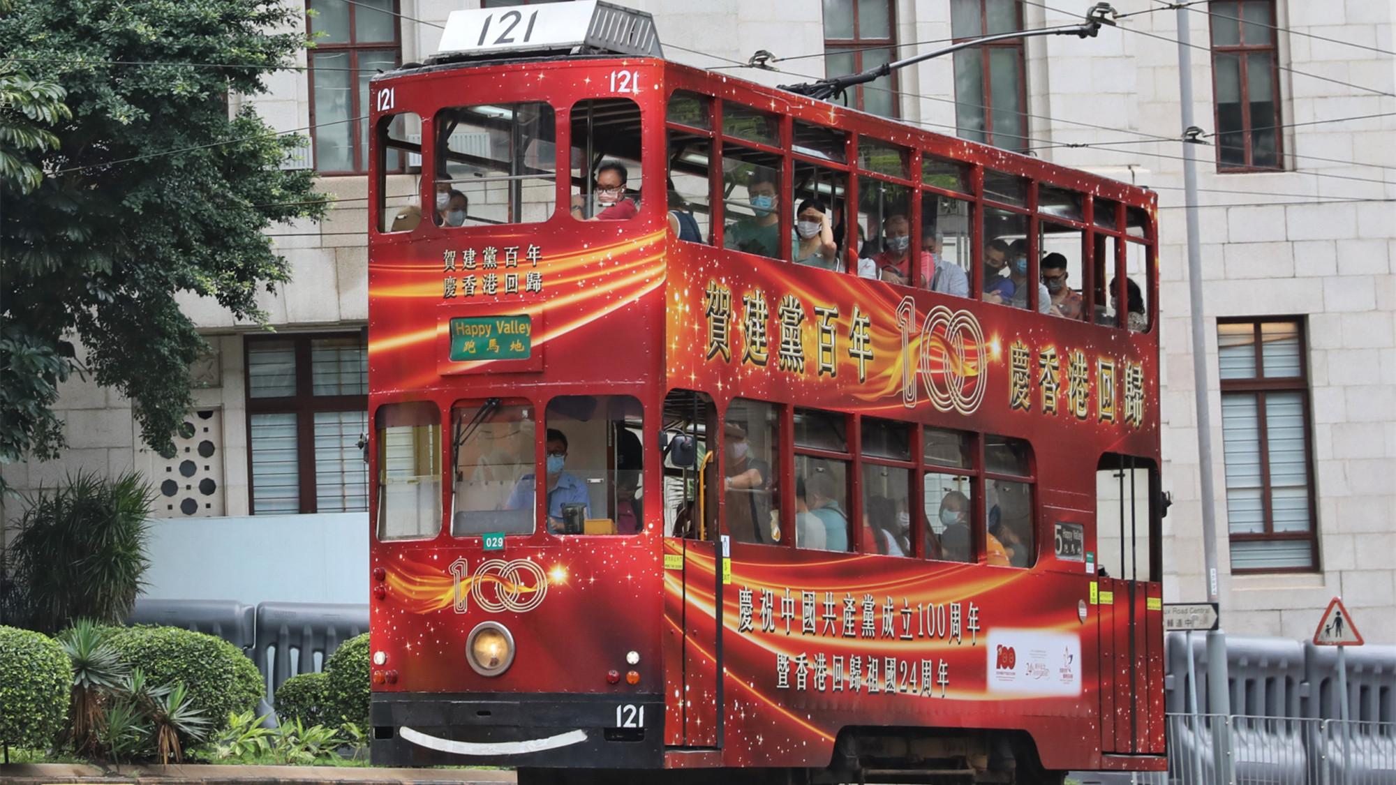 【有片】過百部巴士小巴貼賀建黨主題標語 7.1可免費搭電車