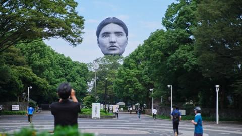 【藝聞】東京上空驚現巨型人頭-專為東奧而設的藝術品「正夢(まさゆめ)」