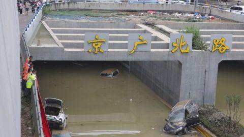 河南水災增至57死 200輛車拖出京廣隧道料有人遇難