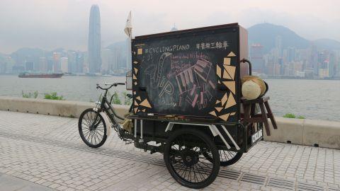 【海邊賞樂】在西九聽「音樂三輪車」奏出浪漫爵士樂!百年老字號曾福鋼琴與藍屋樓梯木板打造環保三輪車---