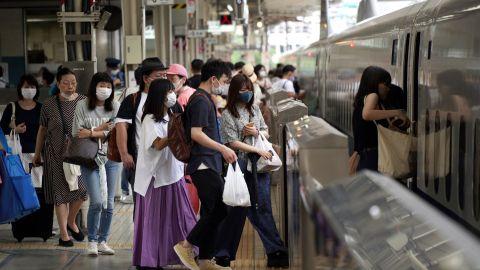 【疫情蔓延】東京都單日確診首破5000宗 日本13道府縣列「重點措施對象」