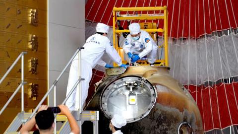 神舟十二號返回艙開艙儀式在京舉行 科普試驗物品及作物種子等出艙