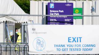 英國單日增確診逾4.9萬宗創七月以來新高 專家憂與「Delta+」有關