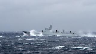 中俄聯合軍演 日方拍照顯示兩國艦艇群通過津輕海峽駛向太平洋